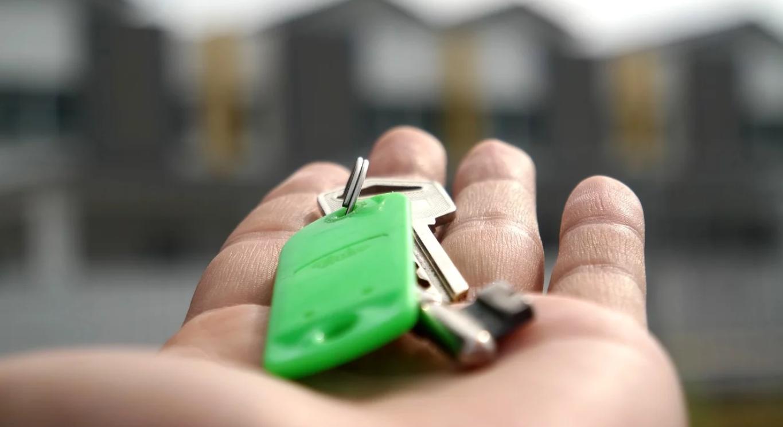 宅建士の資格で副業は割に合わない!給料相場・業務内容や注意点